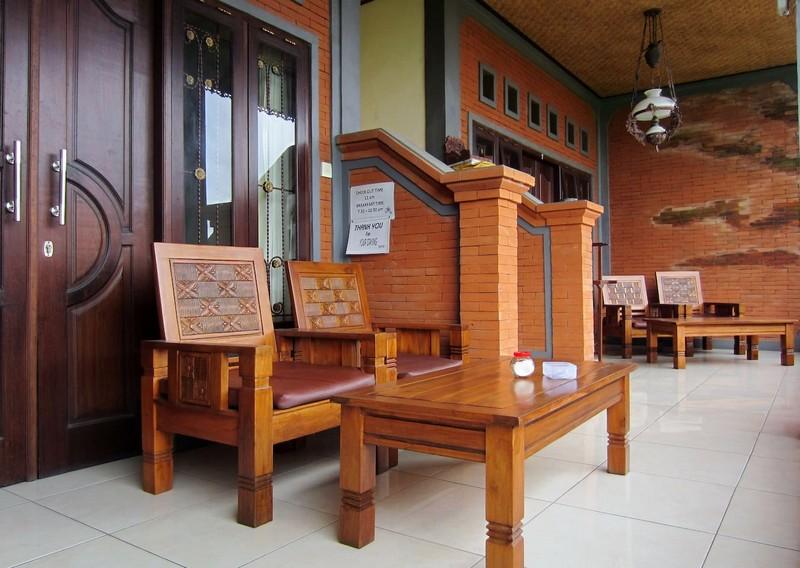 danasari_homestay_ubud_bali_room_ac_balcony_2