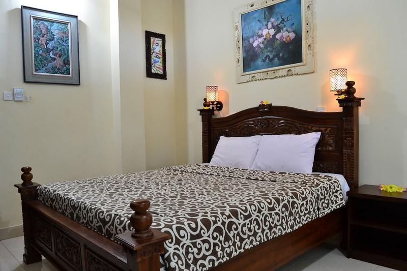 danasari_homestay_ubud_bali_room_ac_bedroom