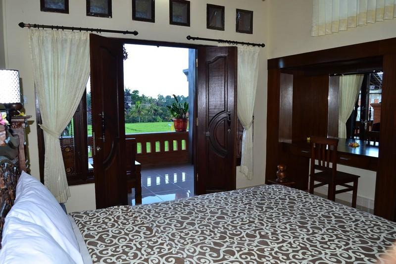 danasari_homestay_ubud_bali_room_ac_bedroom2