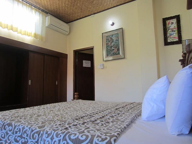 danasari_homestay_ubud_bali_room_ac_bedroom3