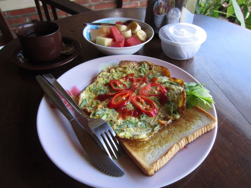 danasari_homestay_ubud_bali_room_ac_breakfast2