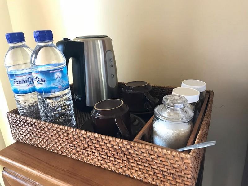 danasari_homestay_ubud_bali_room_ac_water_kettle