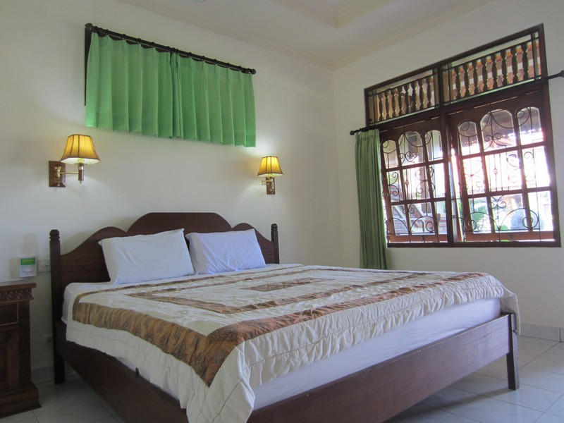 danasari_homestay_ubud_bali_std_room_rice_view_bedroom