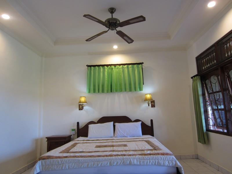 danasari_homestay_ubud_bali_std_room_rice_view_doublebed